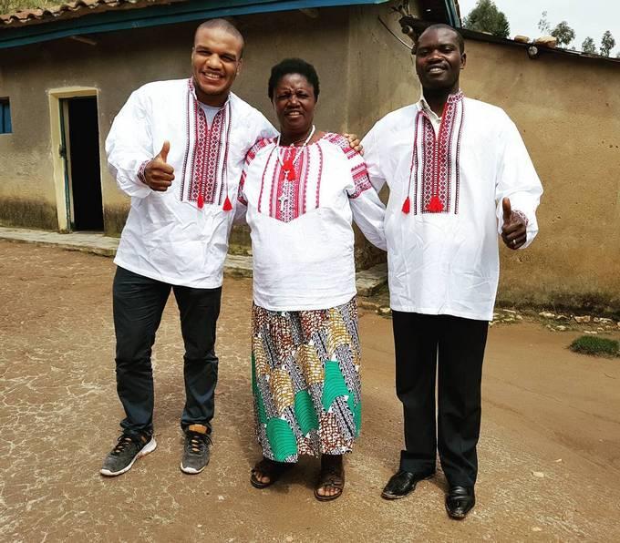 «Своих прикинул»: популярный украинский призер Олимпиады нарядил африканцев ввышиванки